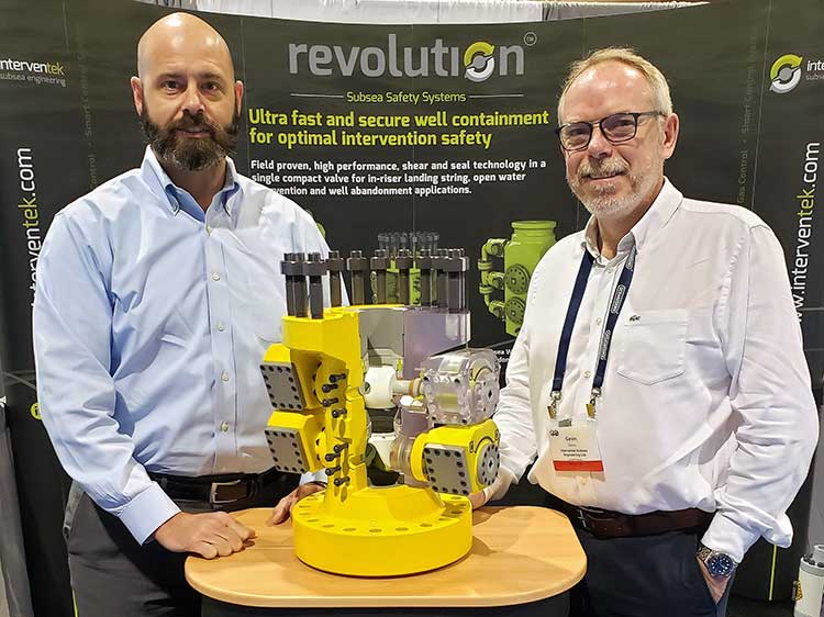 (L-R) Mike Cargol, Vice President at Trendsetter with Gavin Cowie, Managing Director at Interventek
