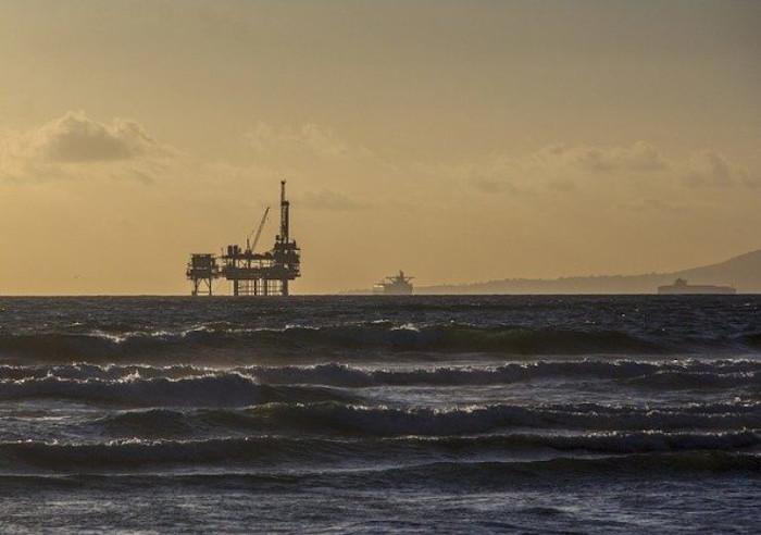 oil-platform-484859_640-1-740x520